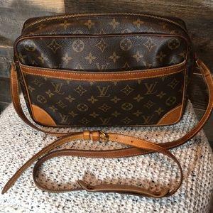Louis Vuitton Trocadero 30 Crossbody
